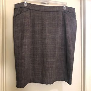 🌹3/$25 Plaid Brown Dressbarn Pencil Skirt